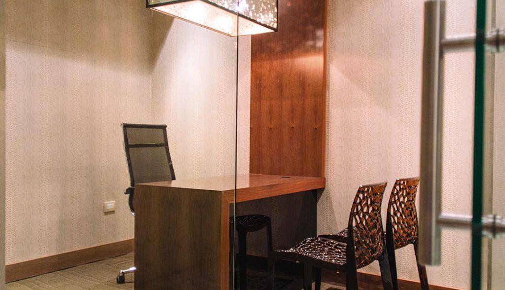 <h6>SALAS DE JUNTAS</h6> <p> Disfruta de nuestras instalaciones.</p>