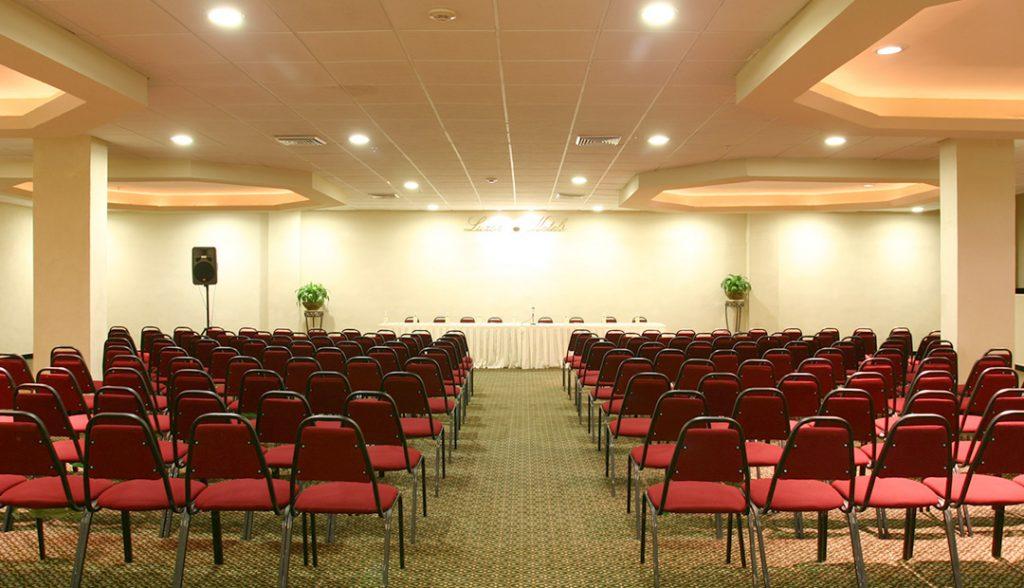 <h6> SALONES</h6><p> El espacio ideal para tu evento. </p>