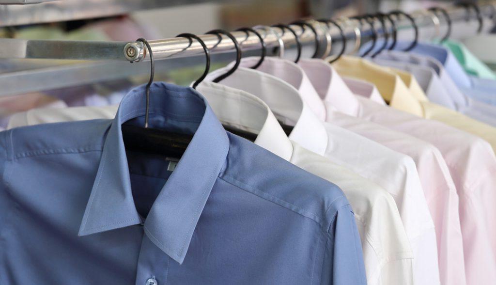 <h6> LAVANDERÍA Y TINTORERÍA</h6><p> Tus prendas limpias y secas en su habitación. Servicio express disponible. </p>