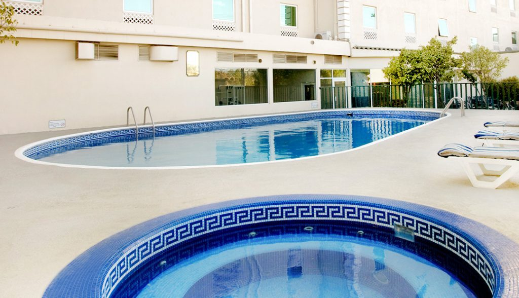 <h6> SWIMMING POOL AREA </h6><p> Enjoy our facilities</p>