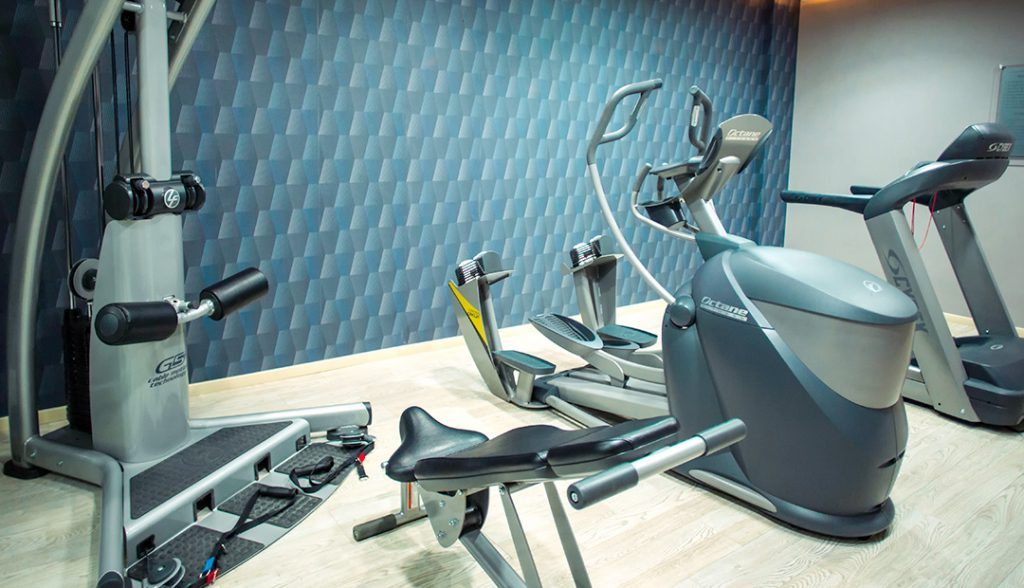 <h6> GYM </h6><p> keep training in your stay in Monterrey.</p>