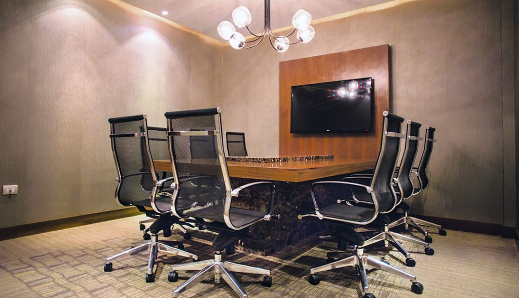 <h6> MEETING ROOM  </h6><p> equipped and with capacity for 8 people.</p>